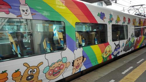 アンパンマン列車横.jpg