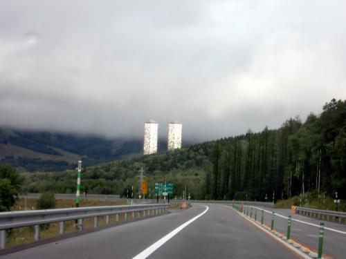 トマムザタワーと山.jpg