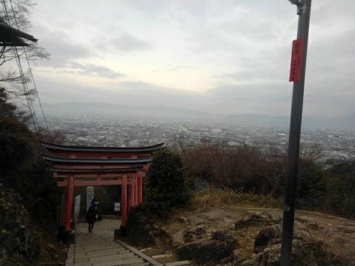 伏見稲荷頂上.jpg