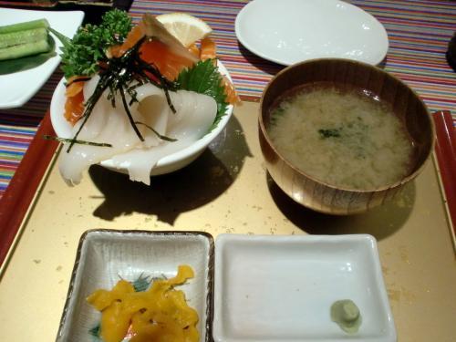 海鮮丼 サーモンとイカ.jpg